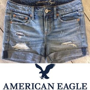 NWT: AEO RELAXED DISTRESSED LONG JEAN SHORT